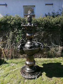Fontaine D'eau De 2 Niveaux 5 Pieds De Haut Belle Pièce Lourde! Avec De Nombreuses Sorties D'eau